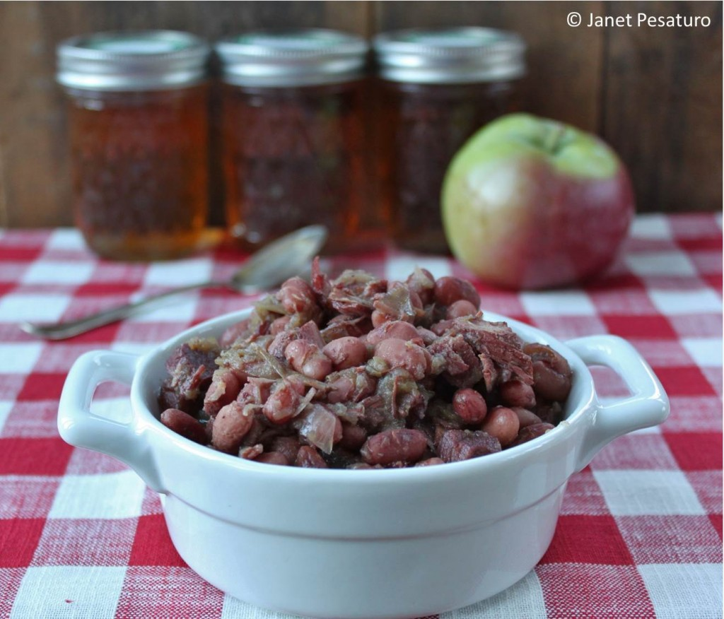 Maple baked beans with apples and onions